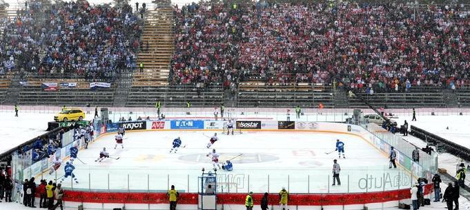Hokejový zápas pod širým nebem