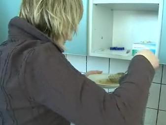 Krizové centrum v Uherském Brodě den před Vánoci připravilo slavnostní oběd pro bezdomovce