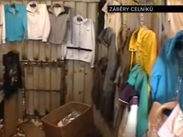Padělané zboží v tržnici v Olomoucké ulici v Brně