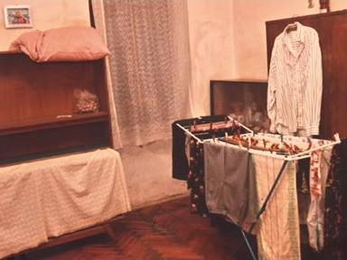 Byt, v němž žila týraná postižená žena