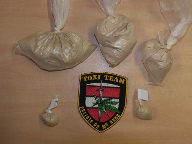 Kriminalisté z TOXI týmu našli u Albánců 186 gramů heroinu
