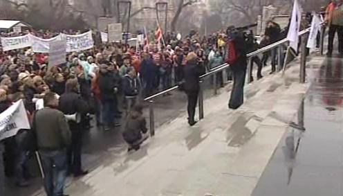Mítink stávkujících odborářů v Brně