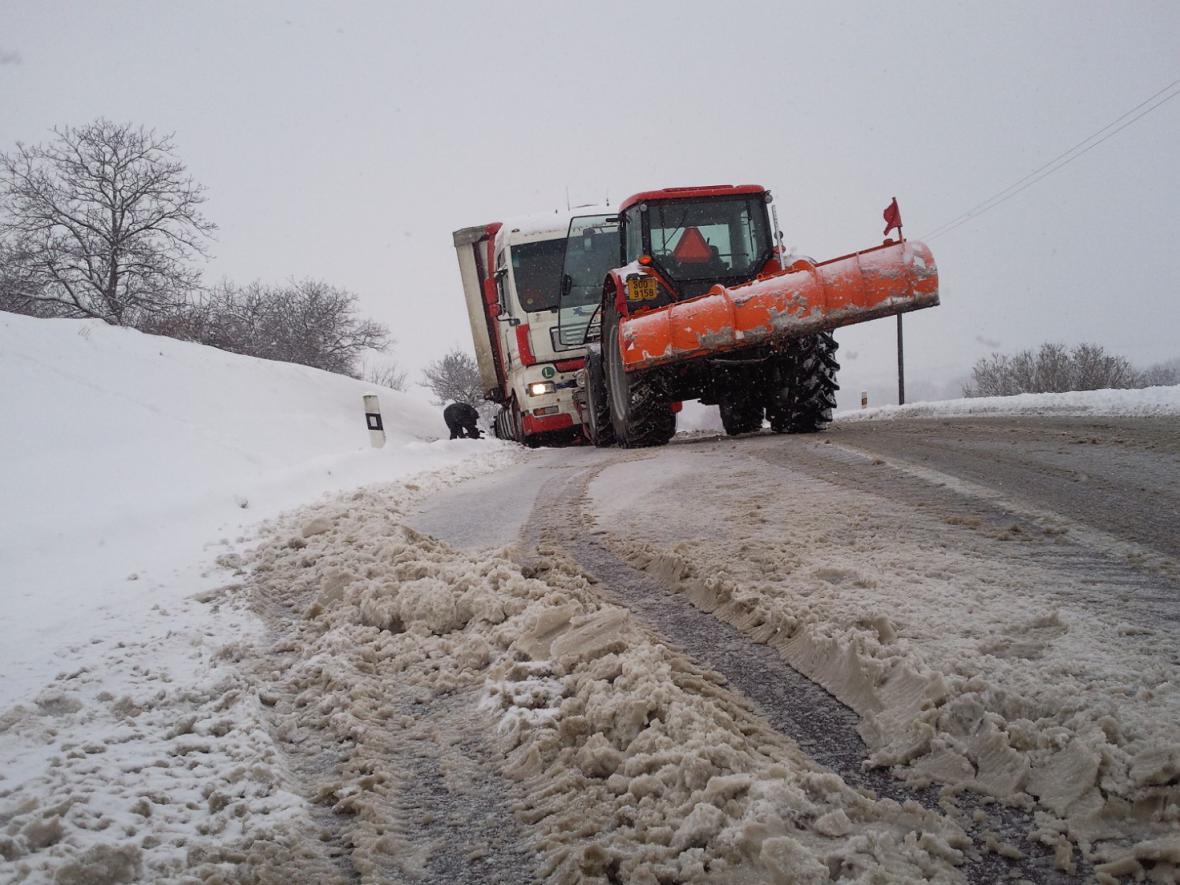 Kamiony uvízly mezi Mikulovem a Valticemi