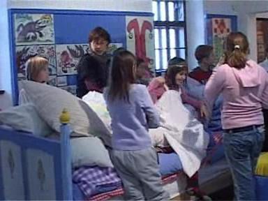 Děti se hrají na pohádku O princezně na hrášku