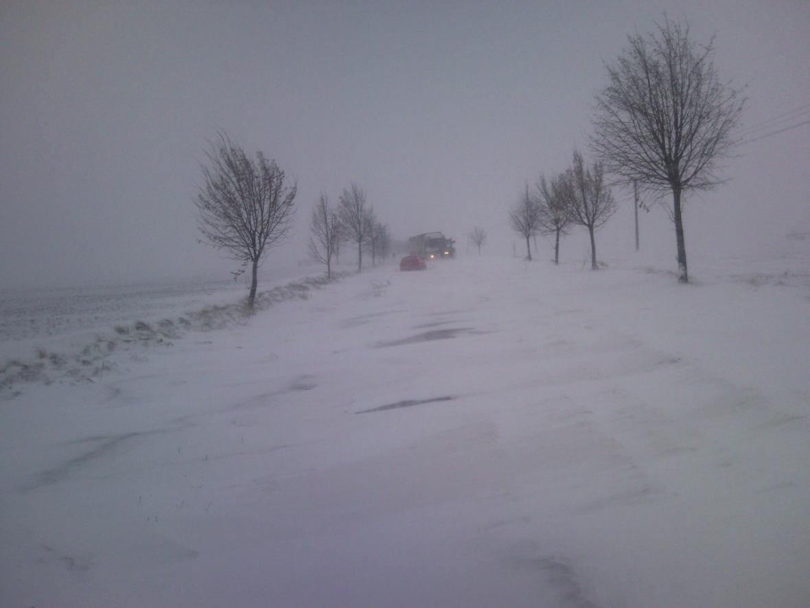 Zavátá silnice mezi Pozořicemi a Holubicemi