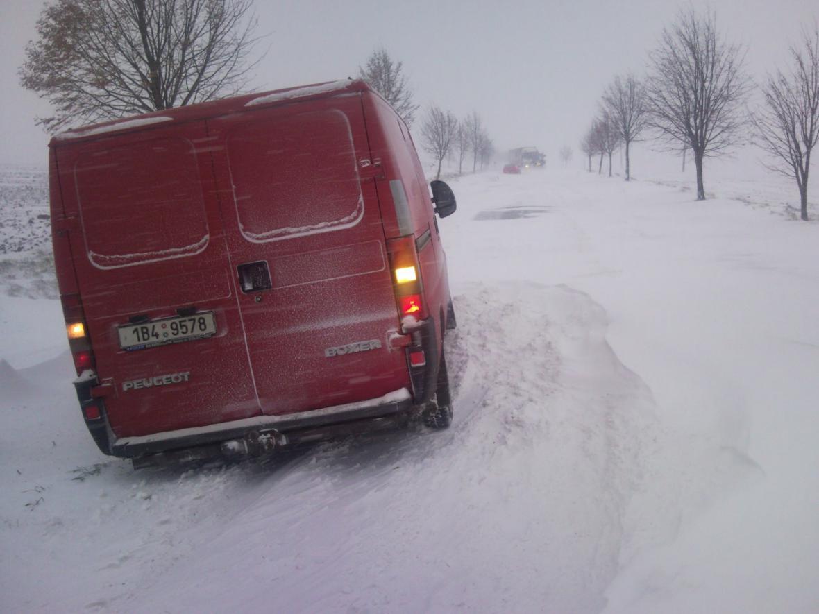 Zapadlé auto u Pozořic na Vyškovsku