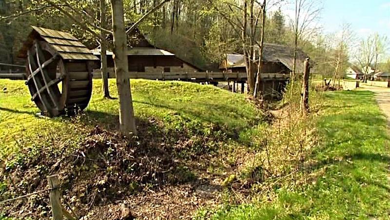 Prázdný mlýnský náhon