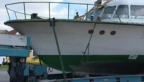 Loď parkující v Lesné