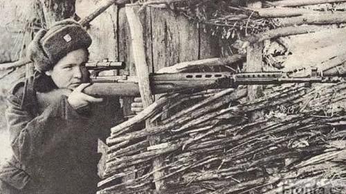Odstřelovačka v akci - dobový snímek