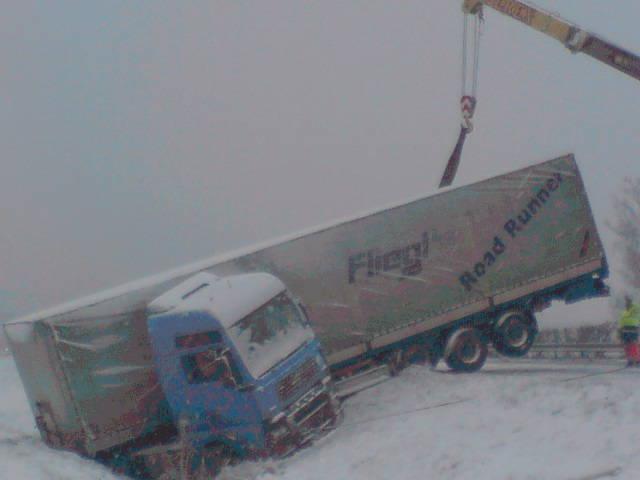 Na dálnici D2 havaroval kamion