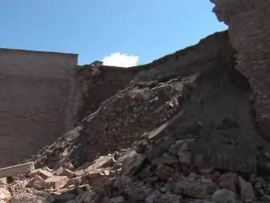 Zřícené hradby Špilberku