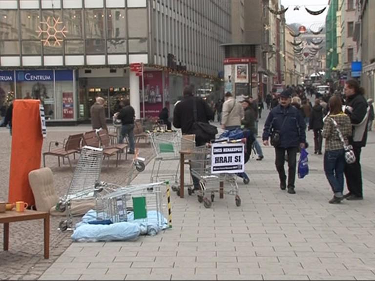 Happening Nesehnutých k Mezinárodnímu dni bez nakupování