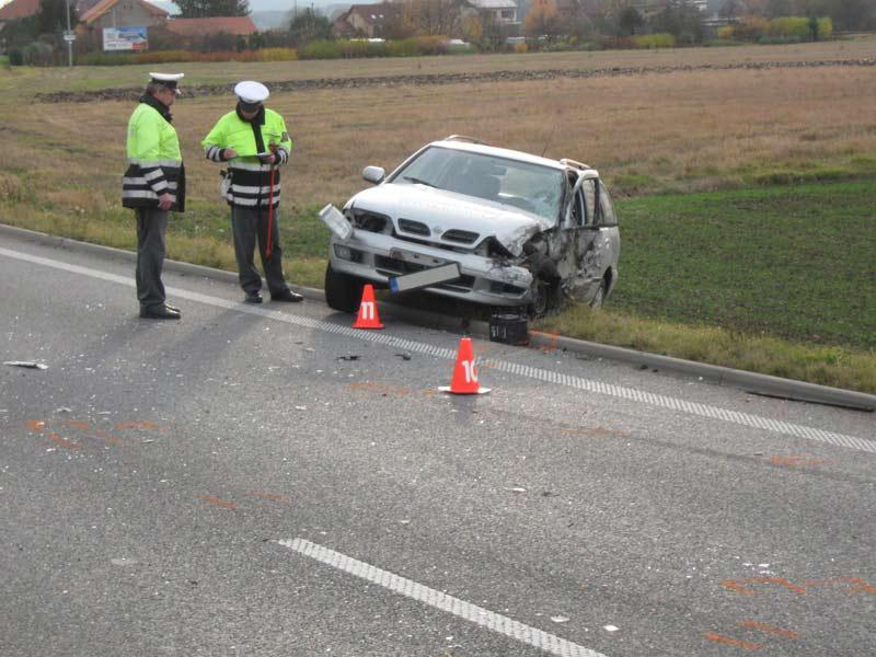 Policisté u dopravní nehody