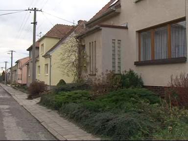 Duplicitní vlastnictví pozemků komplikuje život majitelům domů v Syrovicích