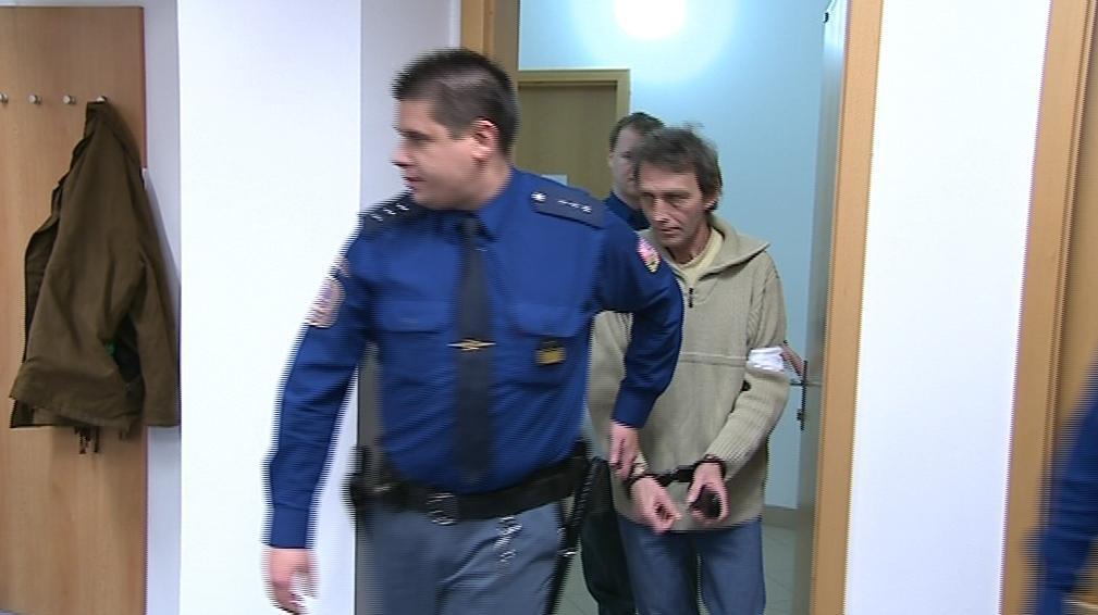 Obžalovaný muž před soudem