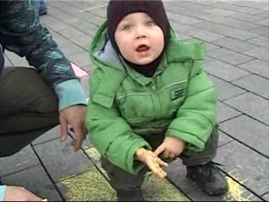 Nejmladší účastník akce k připomenutí kostela Svatého Mikuláše