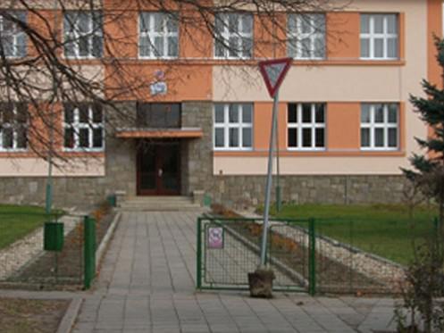 Vandalové poničili značky na Znojemsku