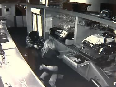 Záběry bezpečnostní kamery z loupeže