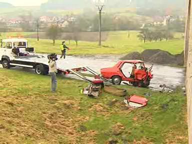 Vrak auta po smrtelné dopravní nehodě - Ludkovice