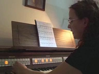 Dagmar Kolářová předvádí nástroj