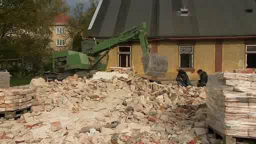 Bourání kolonie ve Školní ulici v Holešově