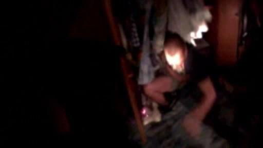 Muž se před policií ukrýval ve skříni