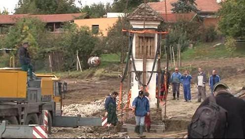 Přesun kapličky v Moravském Krumlově