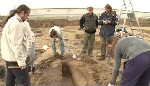 Práce archeologů na staveništi u Kyjova