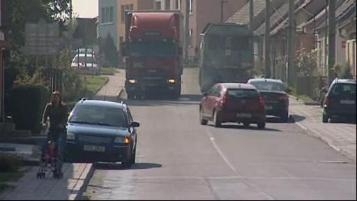 Místní silnice zatěžují kamiony