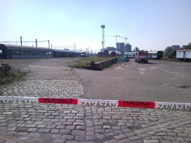 Na osvětlovací stožár na brněnském nádraží vylezla sebevražedkyně
