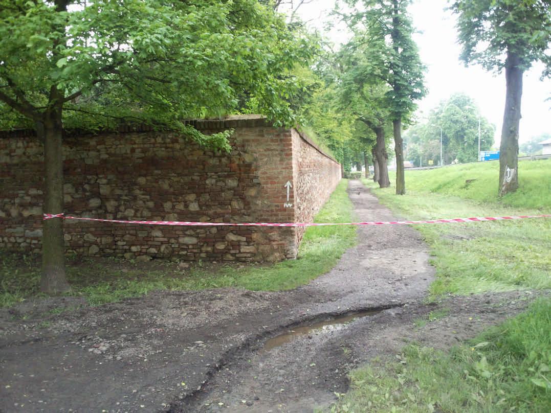 Zámecká zeď ve Slavkově u Brna