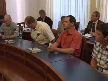 Soud s muži, kteří ubili domnělého zloděje bagru