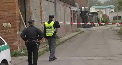 Policisté na místě uhašeného požáru v Otrokovicích