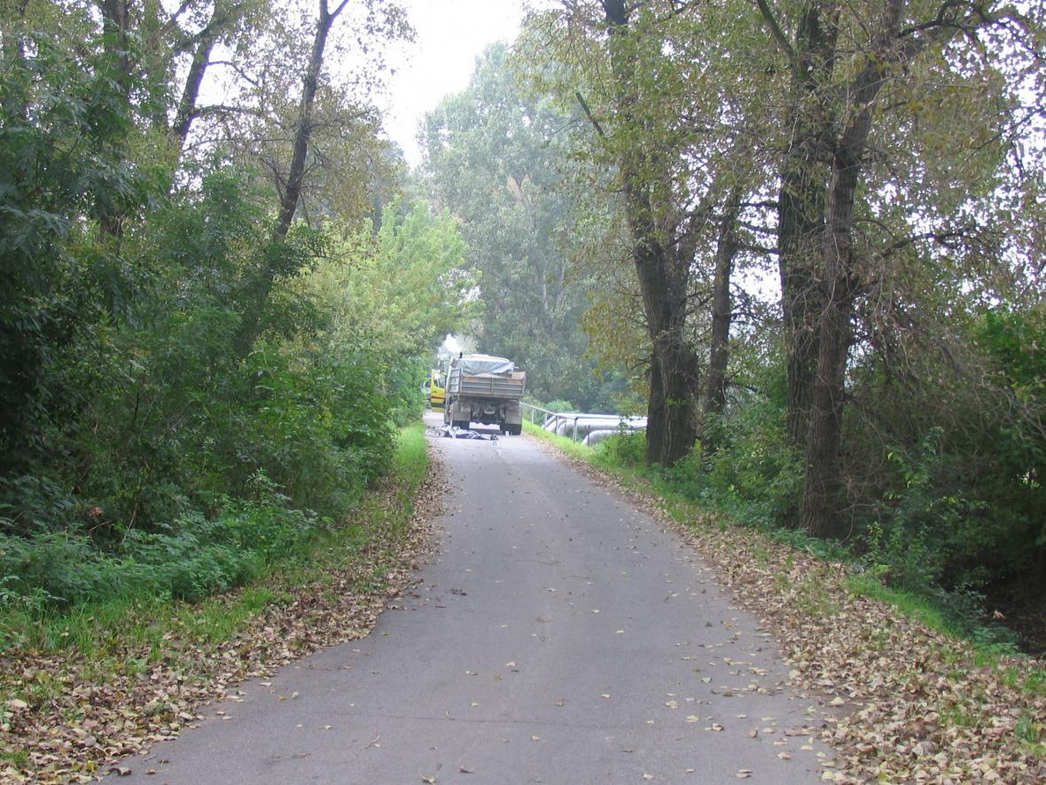 Místo nehody na silnici v Kosticích