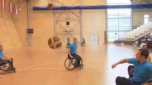 Trénink basketbalistů na vozíku