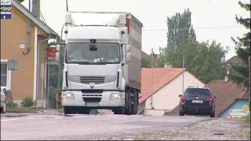 Kamiony zatěžují silnice v obcích