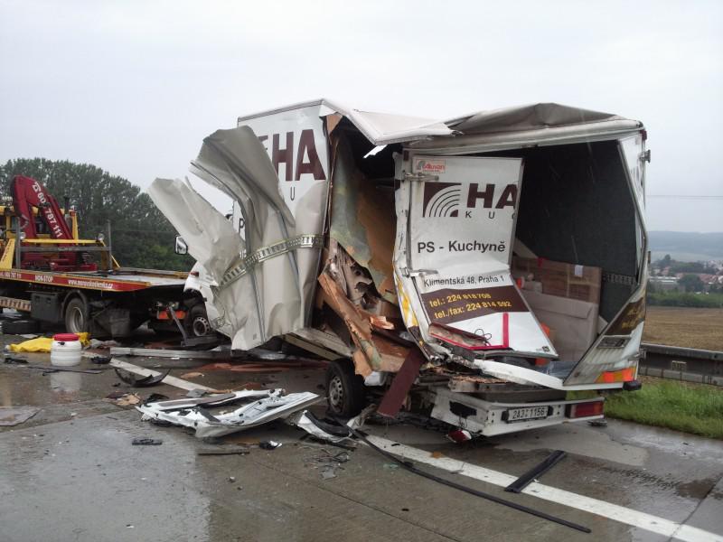 Hromadná havárie u Rousínova zablokovala dálnici