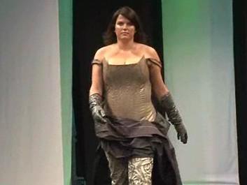 Modelka kolekce Oversize Femme Fatale