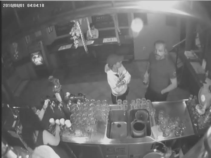 Policie pátrá po muži, který napadl svého známého