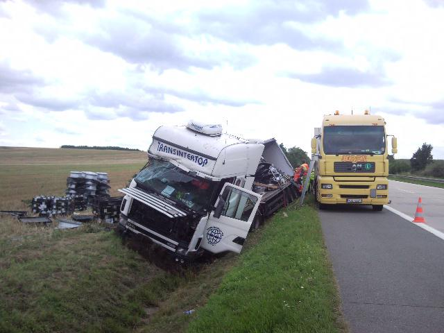 Nehoda kamionu na D2