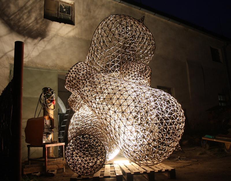 Žárovky před umístěním na Malinovského náměstí