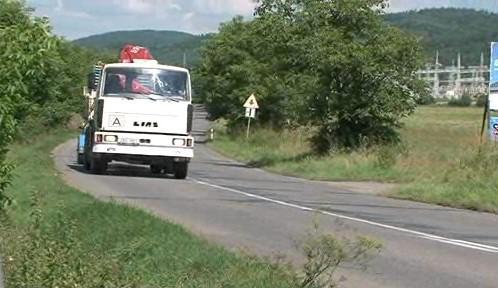 Silnice mezi Hradčany a Čebínem