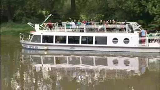 Výletní loď na vodní cestě mezi Otrokovicemi a Hodonínem