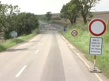 Uzavřená silnice u Koryčan