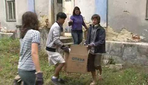 Dobrovolníci z celého světa se snaží obnovit lázně ve Velké Roudce