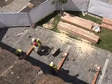 Hradby Špilberku dočasně zajistí dřevěná konstrukce