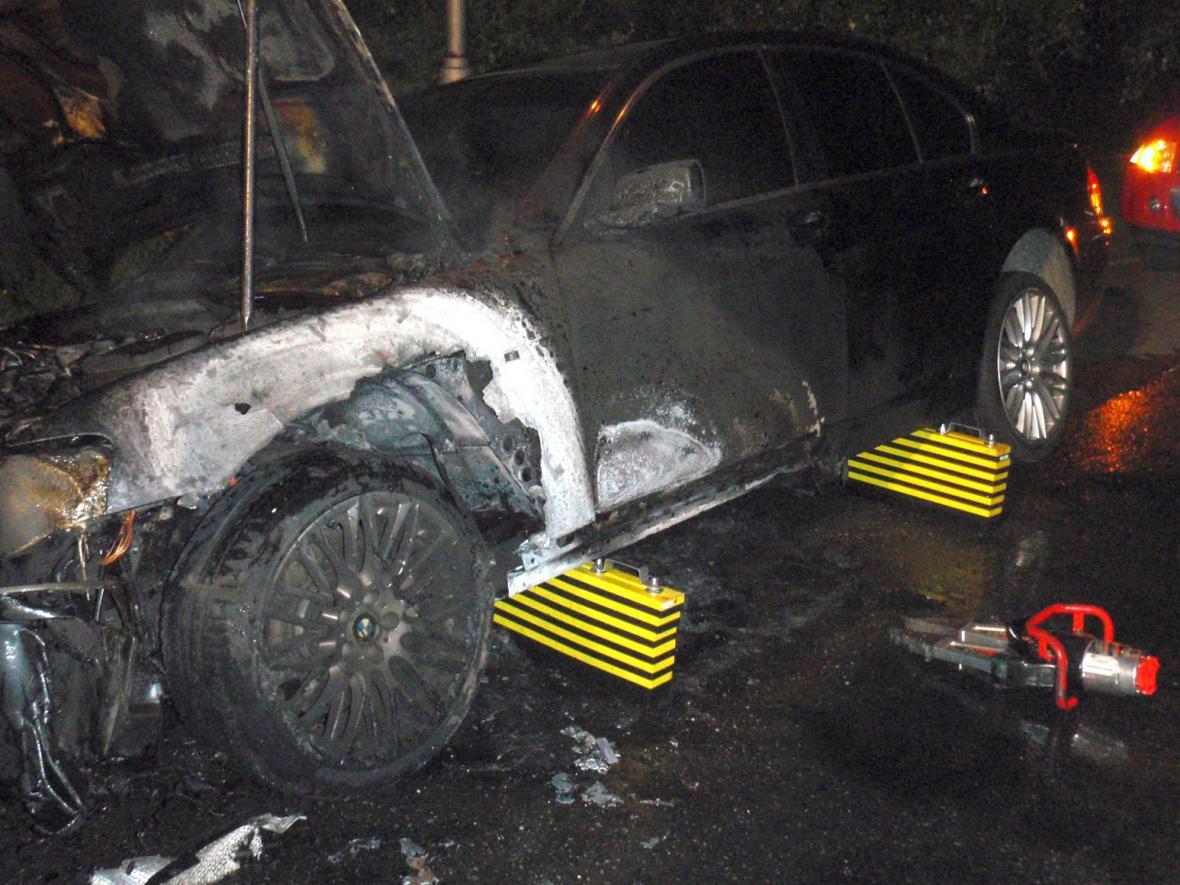 Řidič natankoval místo nafty benzín, shořel mu motor