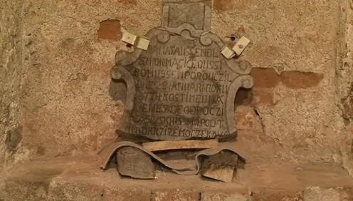 Náhrobky v lapidáriu zámku v Lysicích
