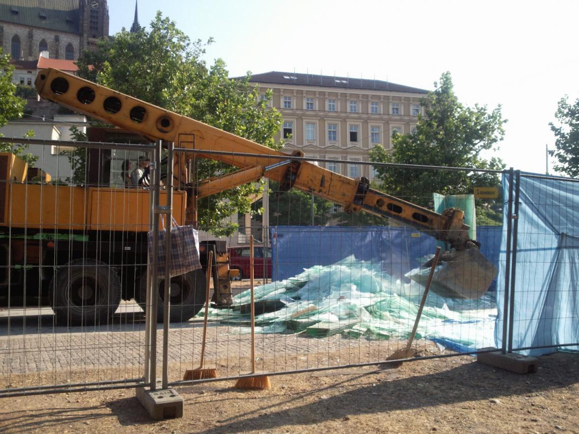 Likvidace památníku na Nových sadech