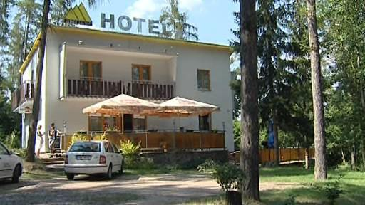 Hotely a kempy okolo brněnské přehrady zejí prázdnotou
